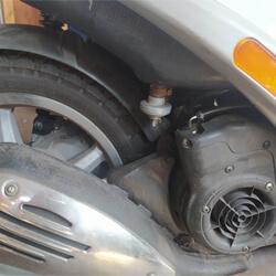 robogo-vakuumos benzincsap-helye-a-motoron